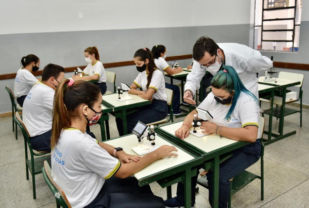 Morrinhos- Entrega de Colégio